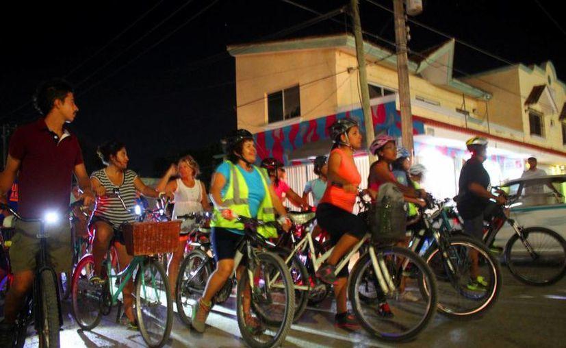 Un centenar de playenses pedalearon ayer para festejar el Día Internacional de la Bicicleta. (Daniel Pacheco/SIPSE)