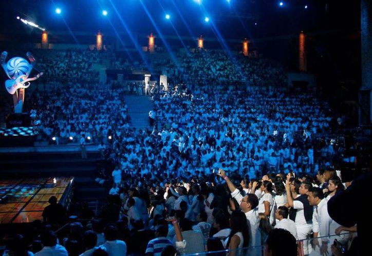 Los asistentes a los premios disfrutaron de una gran noche. (Israel Leal/SIPSE)