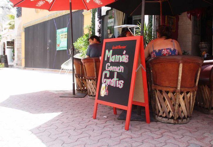 Algunos restaurantes de la zona ofrecieron comida gratis para las madres en su día. (Octavio Martínez/SIPSE)