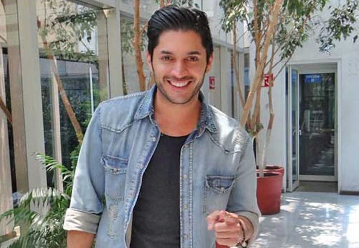 El actor venezolano Daniel Elbittar es el protagonista del musical mexicano Mentiras. (radioformula.com.mx)