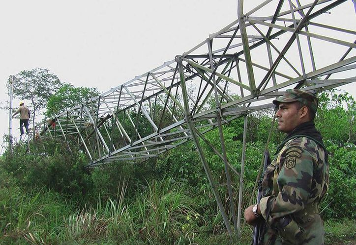 Insurgentes de las FARC atacaron con explosivos una de las torres de energía que distribuye el servicio de electricidad a Caldono y Jambaló. (EFE/Archivo)