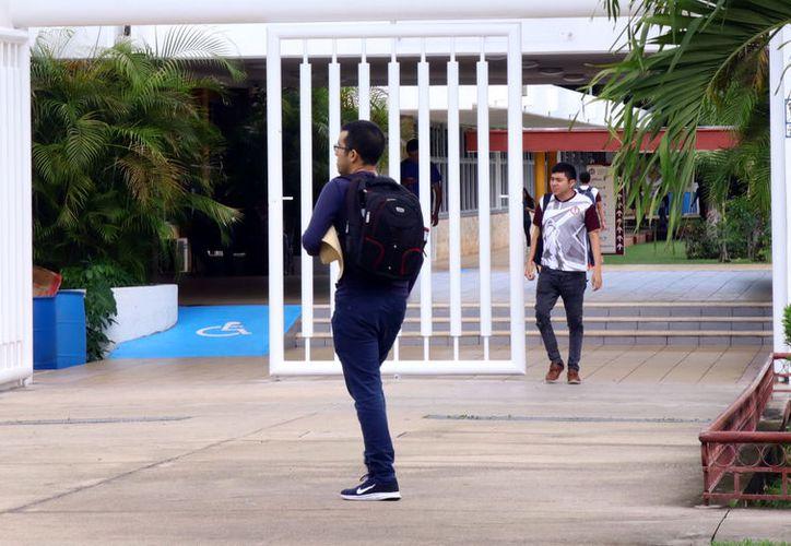 """Con """"Sí termino"""" ofrecen apoyos a alumnos para que continúen sus estudios. (Foto: MIlenio Novedades)"""