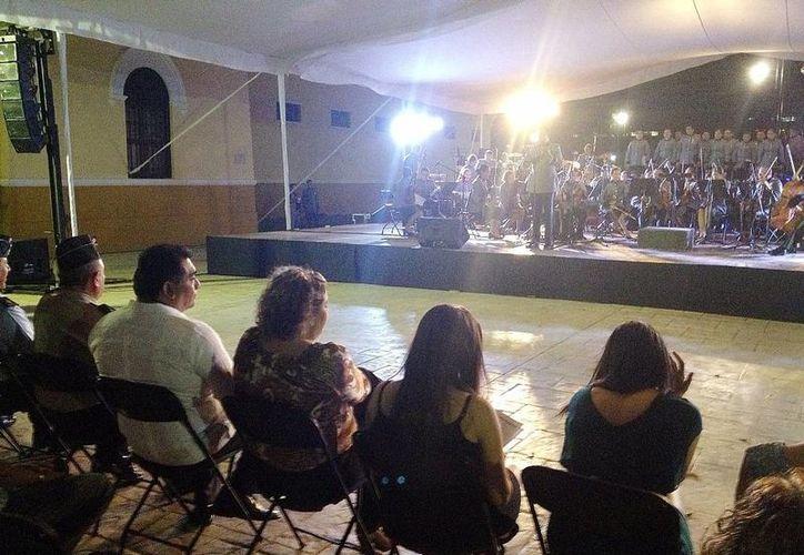 Aspecto de la gala musical en la explanada del Parque de la Paz. (SIPSE)