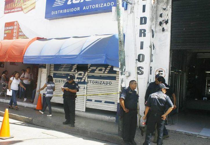 El céntrico comercio se encuentra en una de las calles más traficadas. La Policía de Mérida mantiene un operativo de vigilancia por la temporada vacacional. (Milenio Novedades)