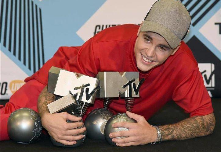 Justin Bieber ganó las categorías de Mejor Artista Masculino, Mejor Worldwide Act Northamerica, Mejor Colaboración (con Skrillex y Diplo, Mejores Fans y Mejor Look, este domingo en los MTV EMA 2015 que se realizarón en Milán. (Imágenes de EFE y AP)