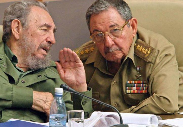 Fidel y Raúl Castro Ruz han tomado las riendas del poder en Cuba. (Archivo/Agencia)