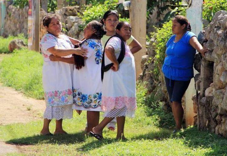 Adultos mayores y adultos jóvenes son quienes más hablan maya, pero en donde se corta y es muy drástica esta práctica es en los niños. (Archivo SIPSE)