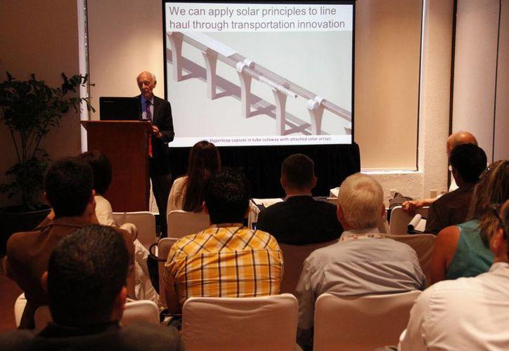 Opinaron que el proyecto del tren transpeninsular se podría adaptar a un enfoque ecológico, ya que es posible desarrollar un tren impulsado con energía solar. (Tomás Álvarez/SIPSE)