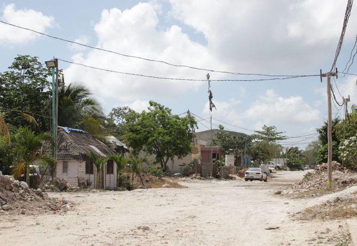 Las colonias irregulares llevan una semana sin electricidad. (Consuelo Javier/SIPSE)