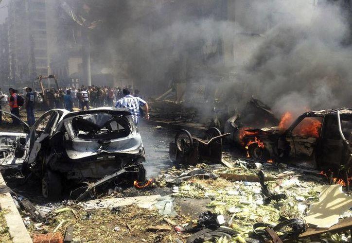 Vista de los destrozos causados en el lugar donde se produjo una de las explosiones en Trípoli. (EFE)