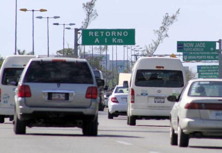 Son 10 las infracciones más comunes que se levantan a los automovilistas en las carreteras federales. (Archivo/SIPSE)