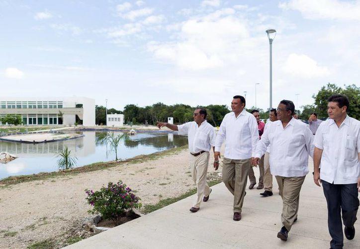 El Gobernador acompañado de funcionarios e industriales recorrieron las instalaciones del  del Parque Científico y Tecnológico en Sierra Papacal. (Milenio Novedades)