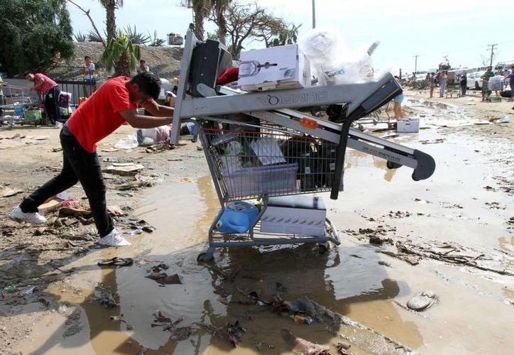 Al parecer algunos saqueadores están fuertemente armados en Baja California Sur, donde el huracán Odile ocasionó grandes pérdidas materiales y desabasto. (Notimex)
