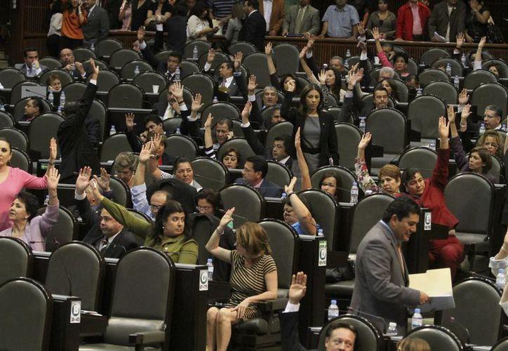 Solo una abstención se registró al votar el dictamen ayer en San Lázaro. (Notimex)