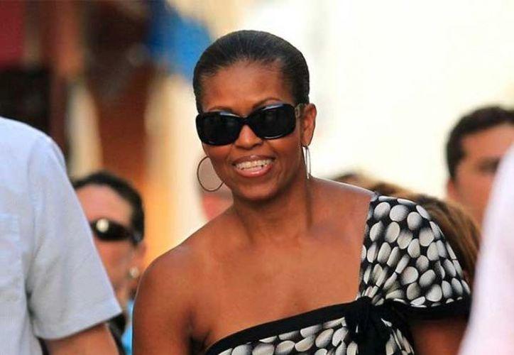 La ex primera dama de Estados Unidos está en la isla balear a invitación del ex embajador de su país en España James Costos y su marido, Michael Smith, amigos de los Obama. (Excelsior)