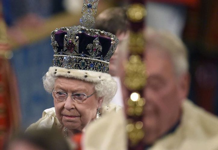 La apertura del Parlamento, que cada año encabeza Isabel II, es uno de los eventos más esperados por los británicos debido a sus pomposas ceremonias. (AP)