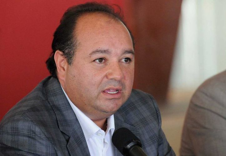 El empresario Amado Yáñez está ahora en las instalaciones de la PGR con sus abogados. (Foto especial tomada de proceso.com.mx)