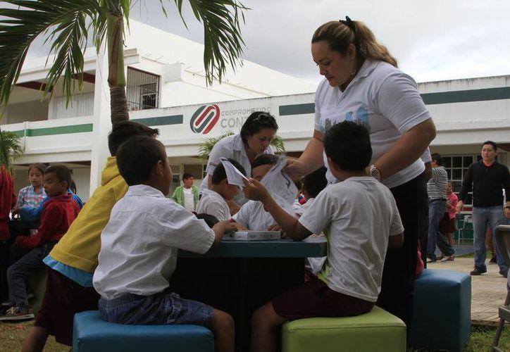 Niños de primaria expresan sus quejas a través del Ombuds Buzón. (Ángel Castilla/SIPSE)