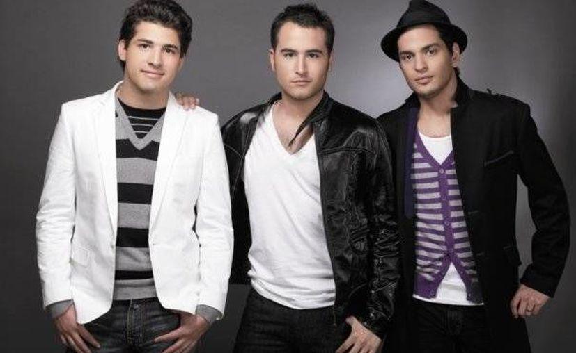 La banda de pop posteó que estan listos para su presentación de hoy en la noche en Cancún. (Facebook/Reik)