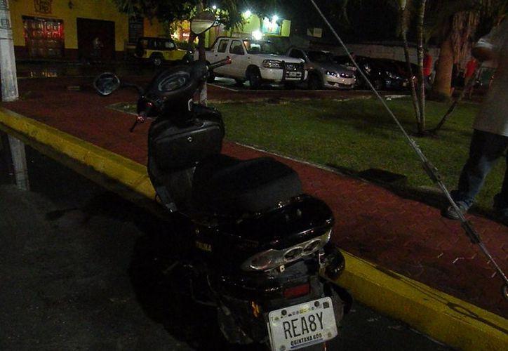Por conducir a exceso de velocidad sobre pavimento mojado del Bulevar Playa del Carmen perdieron el control del vehículo. (Redacción/SIPSE)