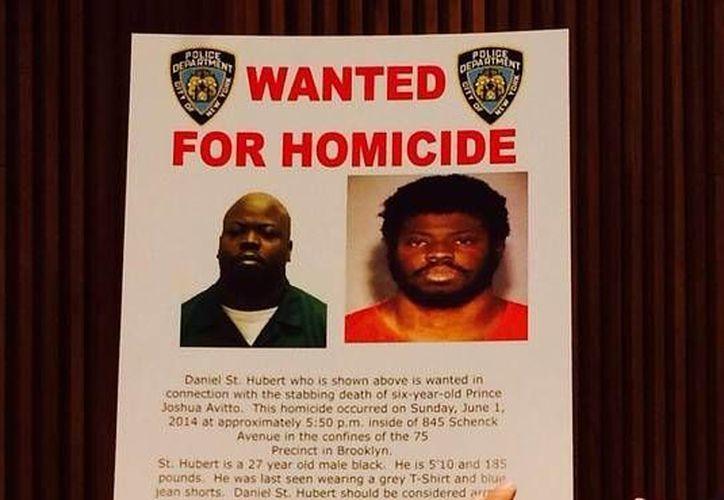 La polícía investiga si el sujeto habría apuñalado a una chica unos días antes cerca del sitio donde atacó a los pequeños. (Policía de Nueva York)