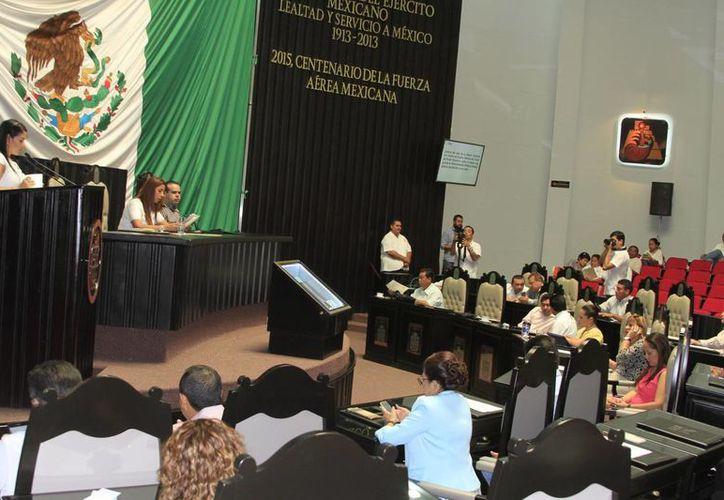 El Congreso del Estado dio entrada ayer a la iniciativa que pretende crear la Ley para la Prevención y Control del VIH. (Ángel Castilla/SIPSE)