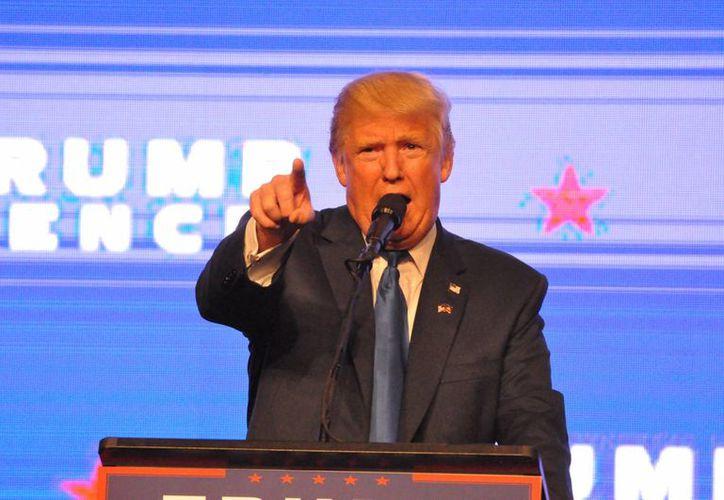 """Donald Trump se presenta como víctima de una """"campaña de desprestigio"""" y ha optado por intensificar los ataques contra Hillary Clinton. (Notimex)"""