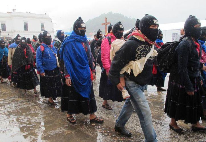Indígenas militantes y adherentes del EZLN, se reunieron en cuatro municipios chiapanecos. (Archivo Notimex)
