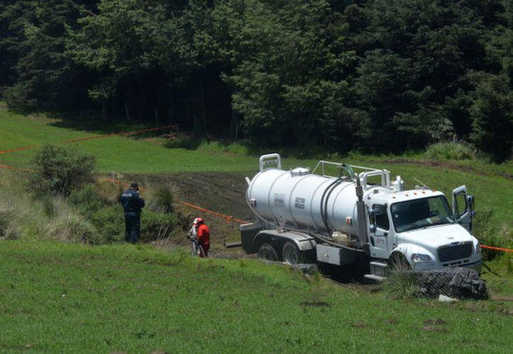 Pemex investiga a los ocho funcionarios que participaron en el robo de hidrocarburos en Veracruz. (Foto: Sin Embargo)