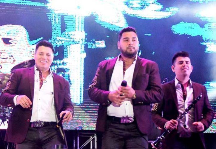 El tráiler transportaba pantallas y luces para el concierto que la banda MS ofrecería hoy en Aguascalientes. (El Debate)