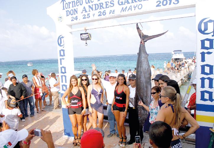Zetina Cuevas, pionero de la pesca deportiva en Puerto Morelos, es uno de los pilares del torneo de pesca. (Redacción)