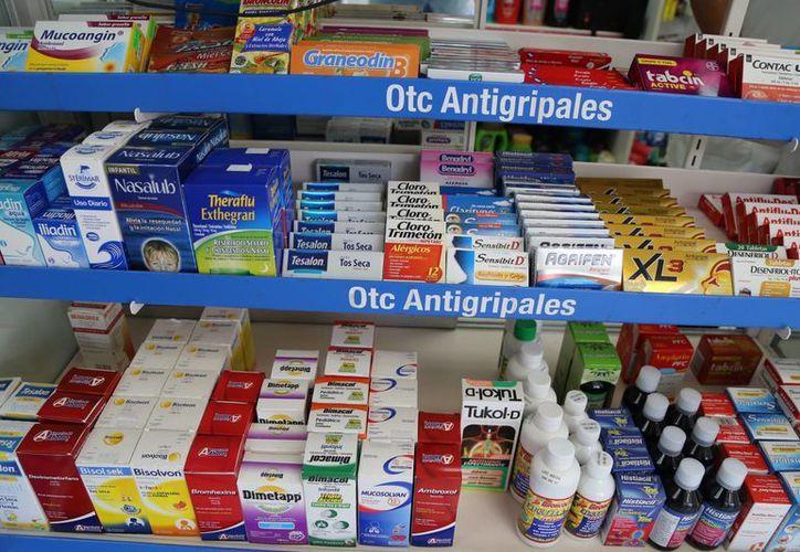 Las alzas en medicamentos afectan directamente a la economía familiar. (Luis Soto/SIPSE)