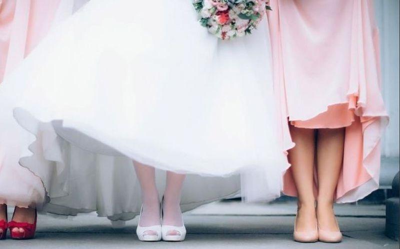 Suegra llega con vestido de novia a la boda y así reaccionaron