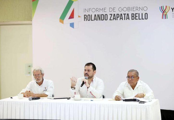 El secretario técnico de Planeación y Evaluación del Gobierno de Yucatán, Guillermo Cortés González ofreció detalles de las obras públicas en 2016. (Milenio Novedads)