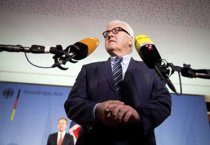 El ministro de Asuntos Exteriores alemán, Frank-Walter Steinmeier, ofrece una rueda de prensa sobre un ataque armado perpetrado a dos diplomáticos alemanes en la localidad de Al Awamiya, en el este de Arabia Saudí, en Berlín Alemania. (EFE)