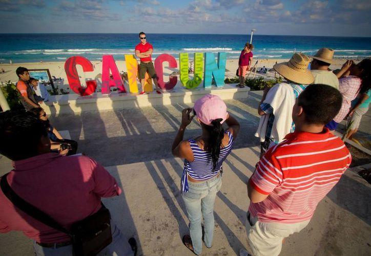Peña Nieto dijo que aumentó en un 37 por ciento la cifra de visitantes a México, respecto a 2012. (Archivo/Notimex)
