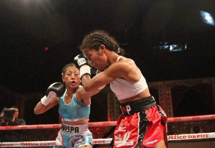 La Avispa derrotó a Sandra Robles en una emocionante pelea por el título de la AMB. (NTX)