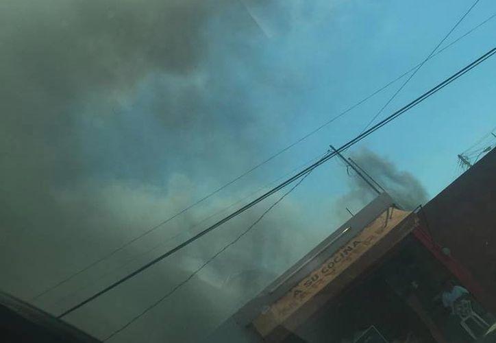 Un incendio consumió parte de la Unidad Médica Ambulatoria del IMSS, en Residencia Pensiones, popularmente conocida como el bunker. (Foto: Geraldine Lomelí/Cortesía)