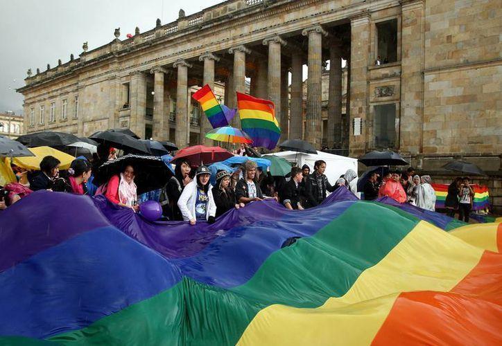 El camino hacia la aprobación definitiva de la unión entre personas del mismo sexo en Colombia inició desde el pasado 7 de abril. (EFE)