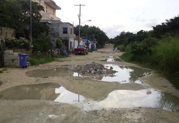 Habitantes de Akumal acusan que 90 % de las calles sin pavimentar del poblado, están en malas condiciones. (Rossy López/SIPSE)