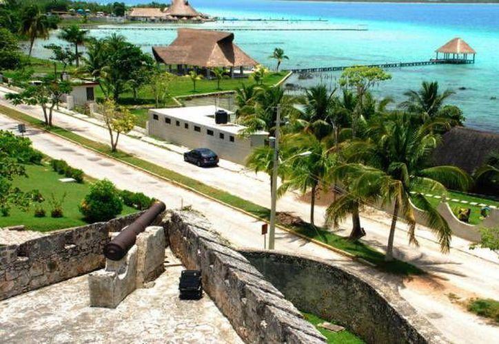 El Pueblo Mágico de Bacalar es el sitio que muchos quieren conocer en el sur de Quintana Roo. (Javier Ortiz/SIPSE)