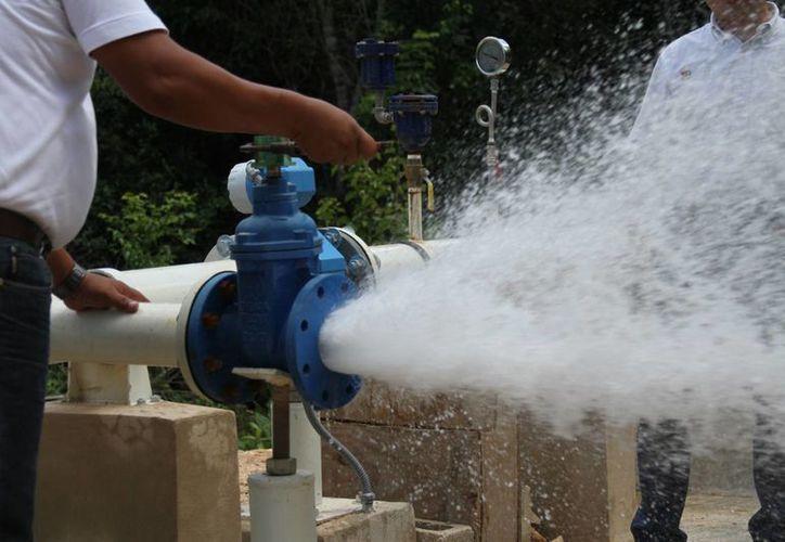 La primera tarifa de agua es por 10 metros cúbicos, ya que alcanza perfectamente para cuatro personas en un mes. (Maria Mauricio/SIPSE)