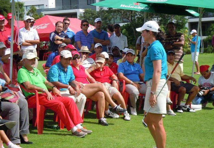 Lorena Ochoa compartió con todos los presentes, algunos de los secretos que la convirtieron en la mejor golfista de México de todos los tiempos. (Rafael Acevedo/SIPSE)