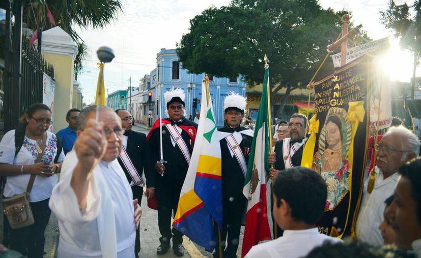 Imagen del momento de la bendición a los Caballeros de Colón, ayer en San Cristóbal. (Milenio Novedades)