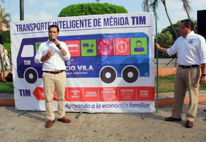 En la Plaza Grande, el candidato del PAN, Mauricio Vila, presentó su propuesta de transporte. (Milenio Novedades)