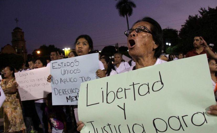 Familiares y amigos del mexicano Edgar Tamayo condenado a la pena de muerte en Estados Unidos, realizaron una marcha de protesta. (EFE)