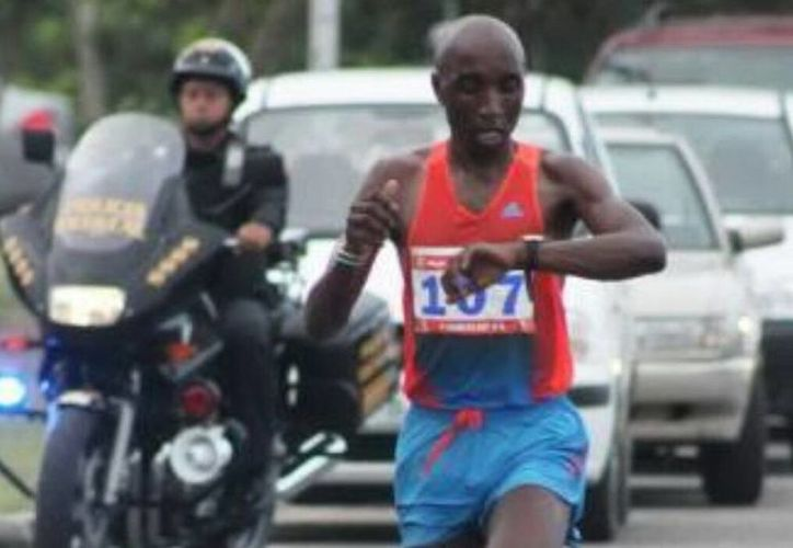 A los keniatas otra vez les fue bien en una carrera yucateca: Paul Wachira fue primer lugar general en el Medio Maratón de Izamal y Festus Kioko en la categoría libre varonil.  (SIPSE)