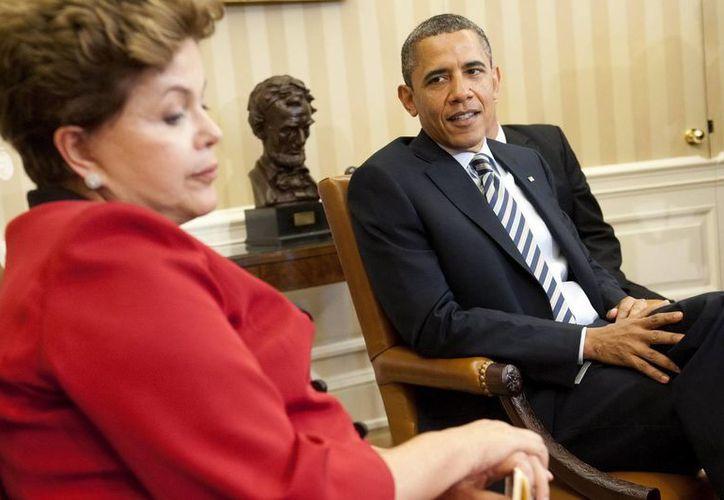 La revelación de que la NSA  espió a la presidenta brasileña Rousseff (i) creó un clima de tensión entre Brasil y EU. (EFE)