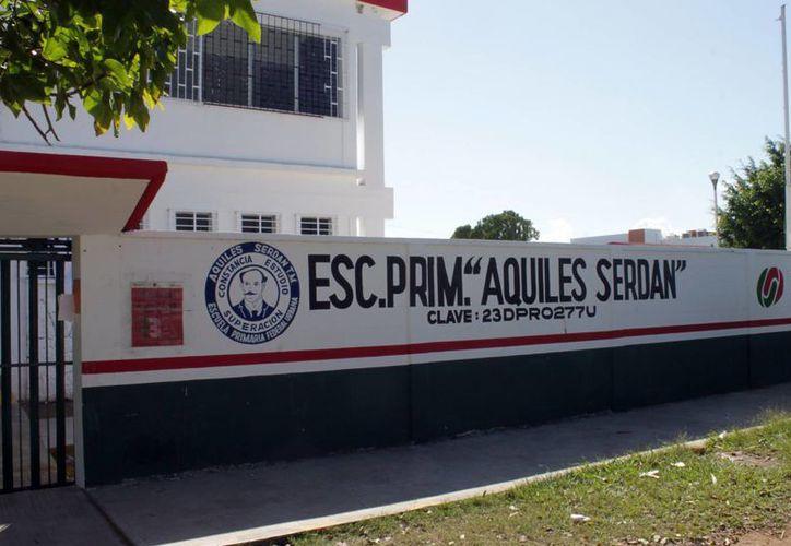 """Los amantes de lo ajeno """"visitaron"""" el plantel educativo:  sustrajeron 20 metros de tubería. (Juan Palma/SIPSE)"""