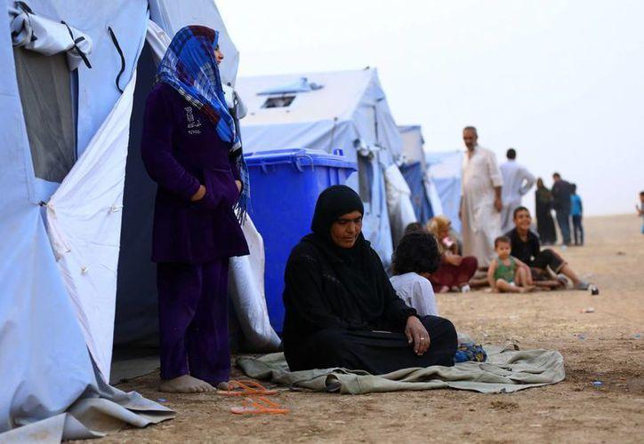 Los enfrentamientos han desplazado a miles de iraquíes. En la imagen, pobladores de Mosul en un campo de refugiados a las afueras de la ciudad de Irbil. (AP)